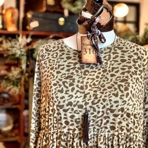 PLUS SIZE Leopard Tunic